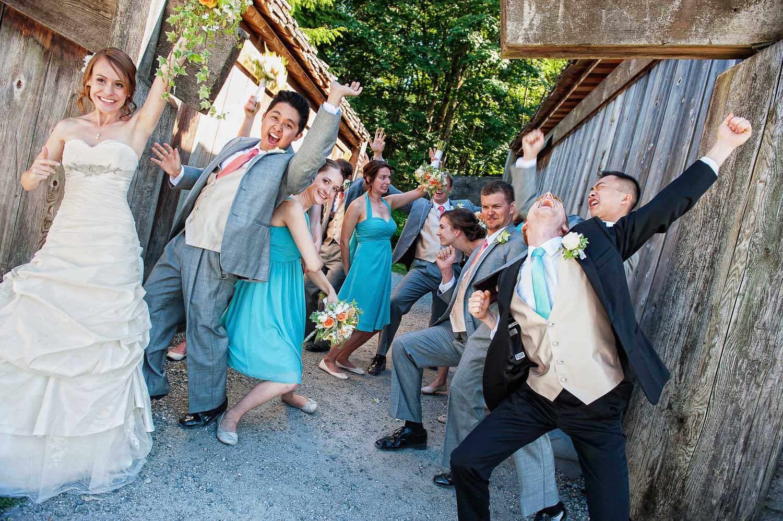 08-happiest-wedding-party.jpg