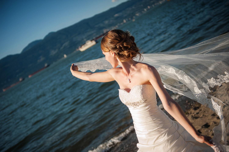 14-vancouver-beach-wedding.jpg