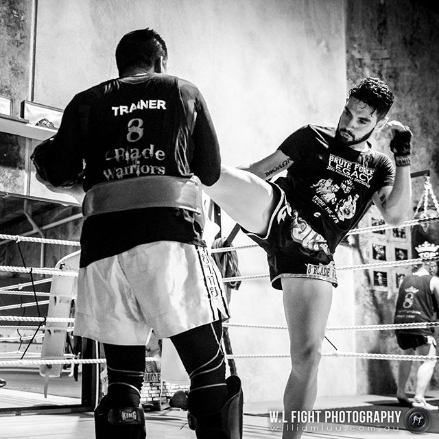 ⁠⠀ Train as you fight. Right kick by @atgmuaythai⠀⁠⠀ .⠀⁠⠀ .⠀⁠⠀ #thaiboxing #kick #muaythai #fighter #8bladewarriors #training #combatsports #martialarts #trainasyoufight