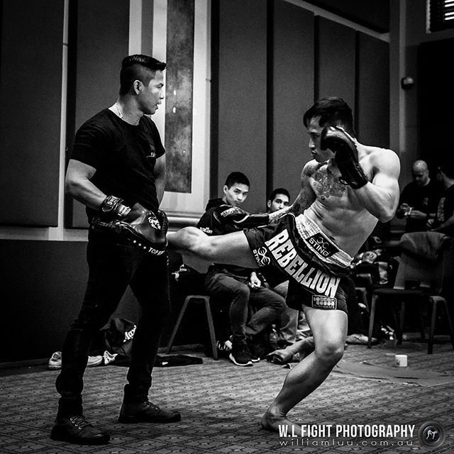 Train as you fight. Leg kick by @quan__trinh⁠⠀ .⠀⁠⠀ .⠀⁠⠀ #muaythai #thaiboxing #kick #fighter #8blades #training #combatsports #martialarts #wlfightphotography #trainasyoufight