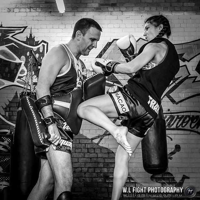 Train as you fight. Left knee by @landa_yolo⁠⠀ .⠀⁠⠀ .⠀⁠⠀ #muaythai #thaiboxing #knee #fighter #yolo #training #ptjmuaythai #combatsports #martialarts #wlfightphotography #trainasyoufight