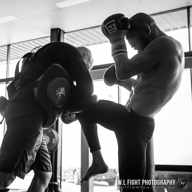 Train as you fight. Right knee by @dzhabar_askerov⁠⠀ .⠀⁠⠀ .⠀⁠⠀ #kickboxing #k1 #knee #kick #leone #leone1947 #fighter #training #combatsports #martialarts #wlfightphotography #trainasyoufight