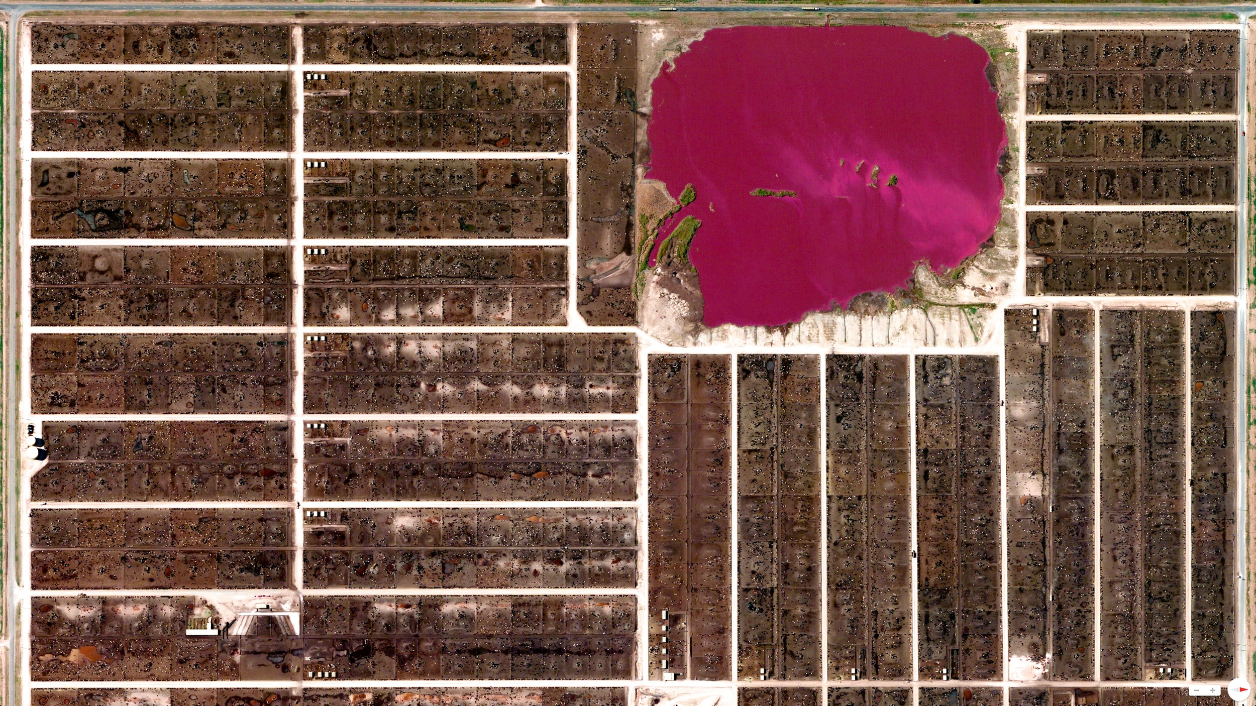 2/9/2014    Cattle feedlots  and  waste lagoon   Summerfield, Texas, USA   34°44′17″N 102°30′26″W