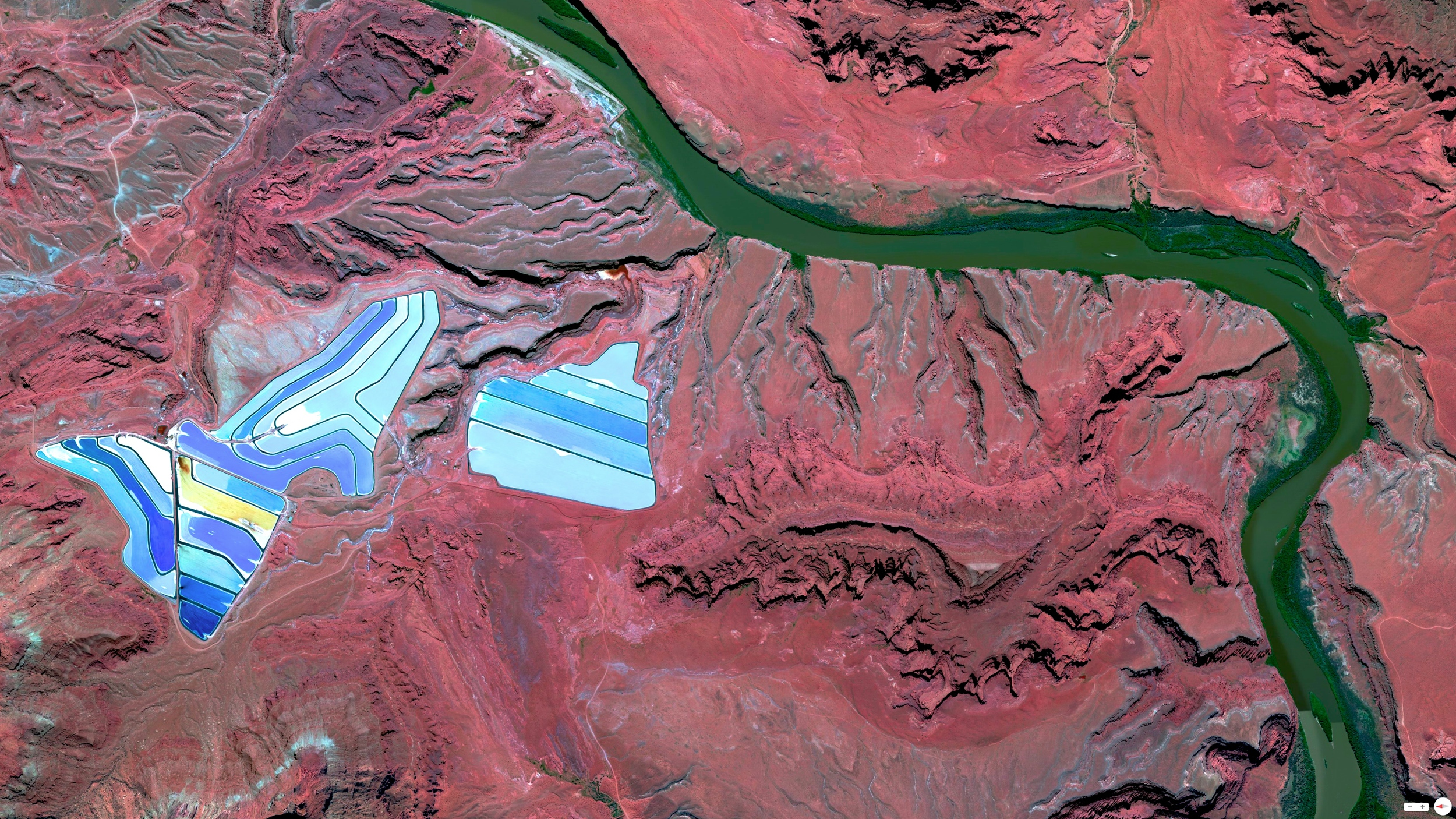 3/9/2014    Settling ponds of Intrepid Potash mine   Moab, Utah  38°29'0.16″N 109°40'52.80″W