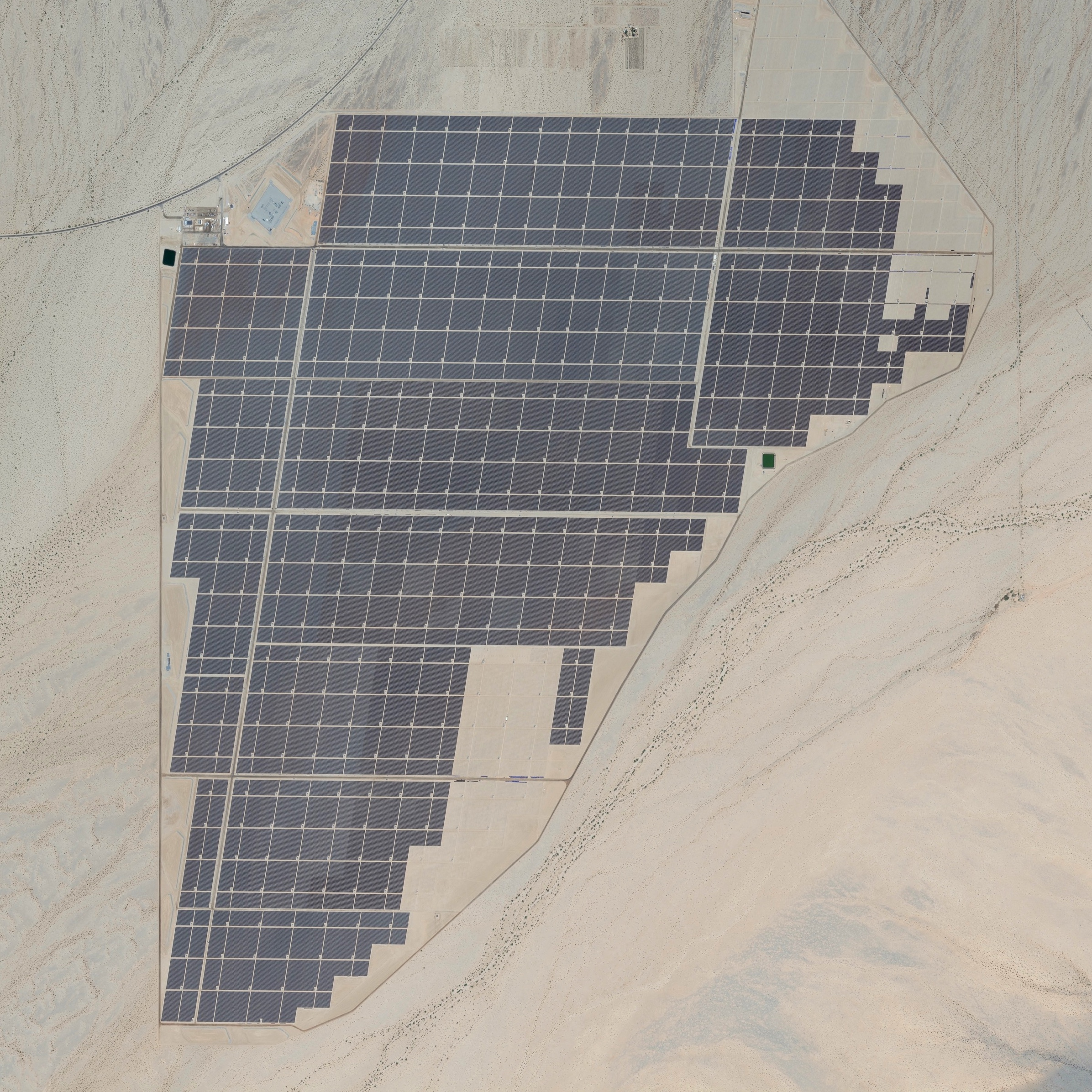 5/2/2015   Desert Sunlight Solar Farm   Desert Center, California, USA      33°49′30″N  115°23′30″W        The Desert Sunlight Solar Farm is a photovoltaic power station located in the Mojave Desert of California. Covering 6.2 square miles (16 square kilometers) with 8.8 million cadmium telluride solar modules, it is tied for the world's largest photovoltaic solar power farm.