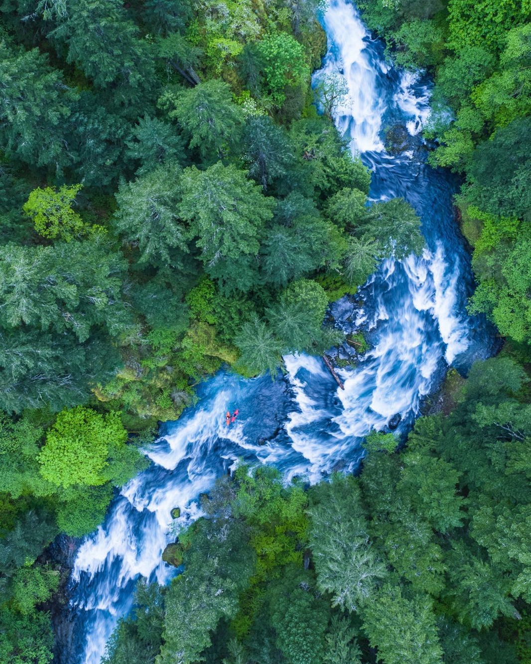 Check out this incredible drone shot of two kayakers making their way down the Little White Salmon River in Washington, USA. This 19 mile tributary of the Columbia River has become a popular kayaking destination, with extended stretches of Class V (extremely difficult) rapids.    Captured by Karim Iliya