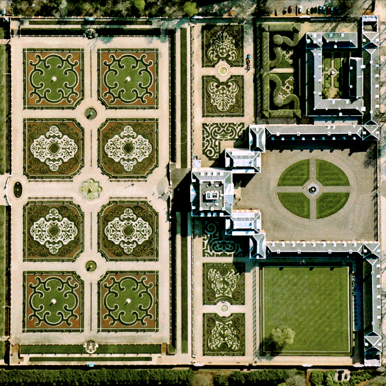 """Het Loo Palace is located in Apeldoorn, Netherlands. """"The Great Garden,"""" situated behind the residence, follows the general Baroque landscape design formula: perfect symmetry, axial layout with radiating gravel walks, parterres with fountains, basins, and statues.    52.234167°N, 5.945833°E"""