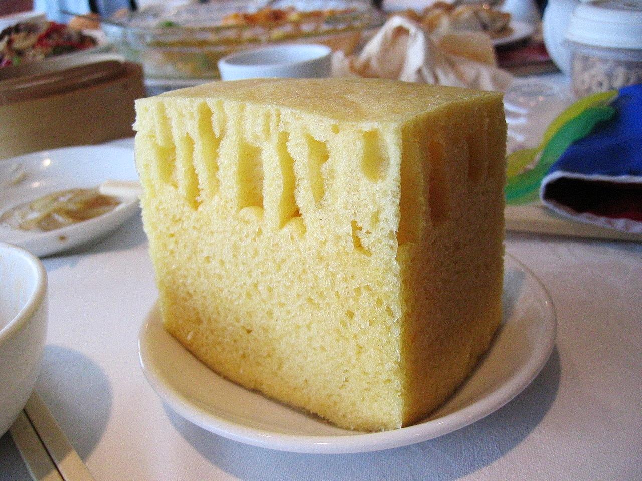 1280px-Sponge_cake_at_Top_Cantonese_Restaurant.jpg