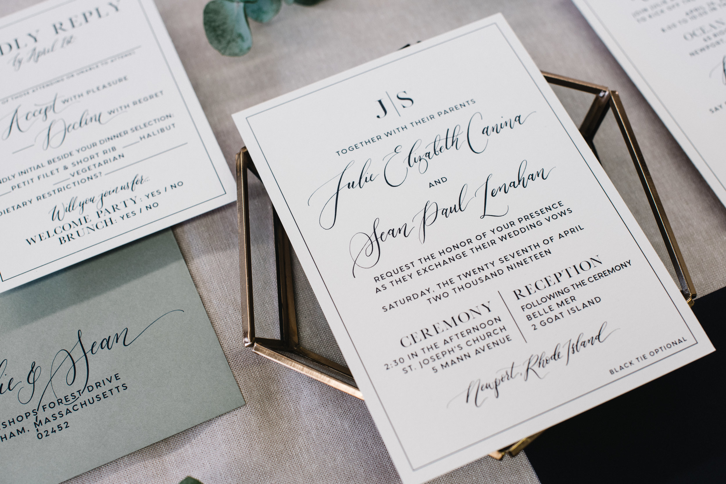 MODERN NAVY AND WHITE WEDDING INVITATIONS WITH FLORAL DETAILS