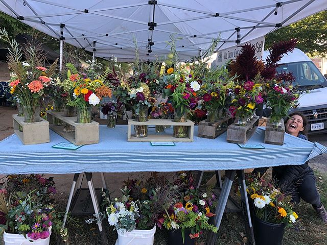 Bouquet table at market this morning.  I spy a Mallory!  Thank you Falls Church for another great market! 📷@lisadc703. 💐💕 #farmersmarket #localflowers #greenstonefields @fallschurchfarmersmarket