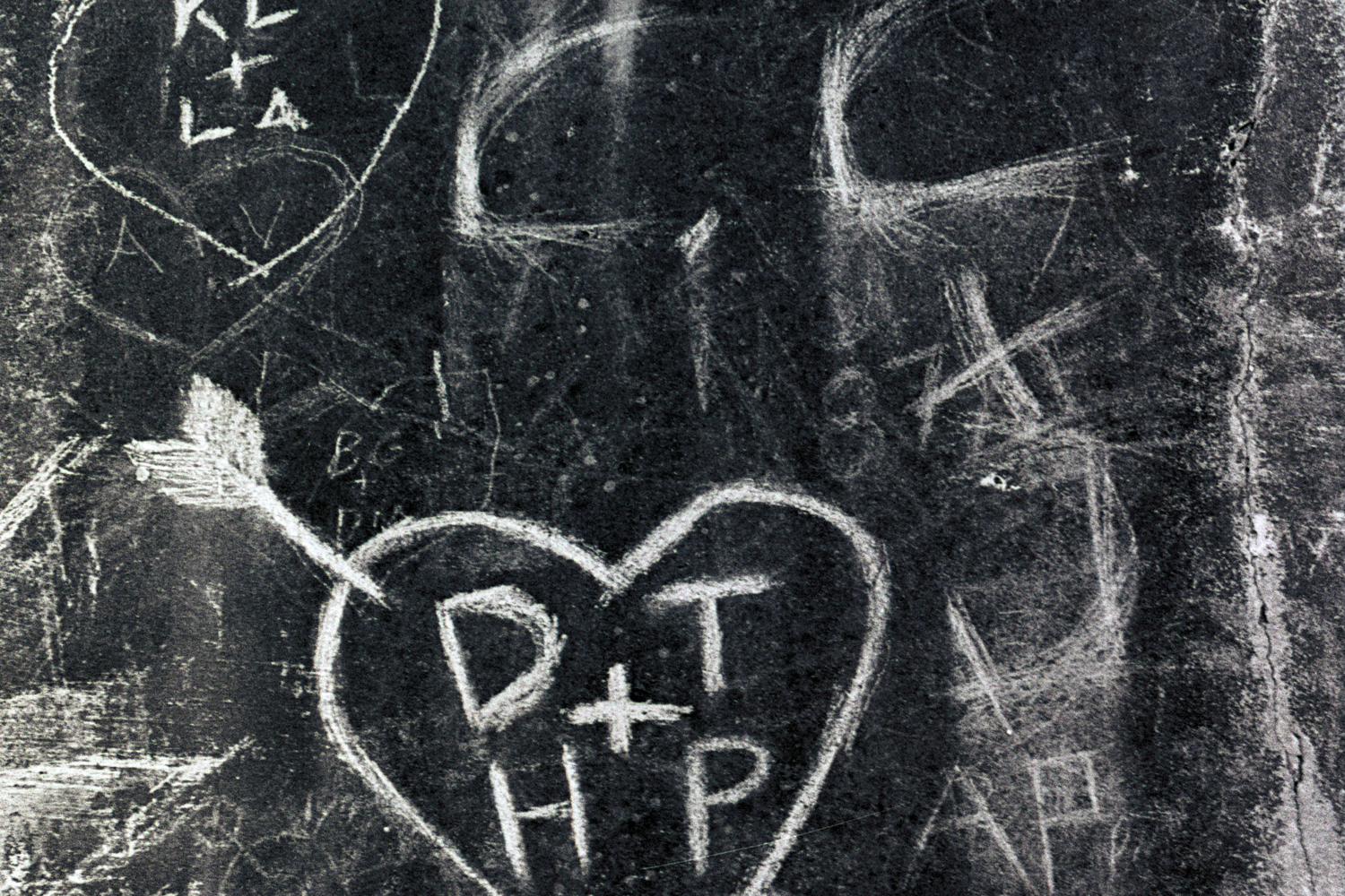 heartbreak-hotel-seawall-grafitti-2.jpg