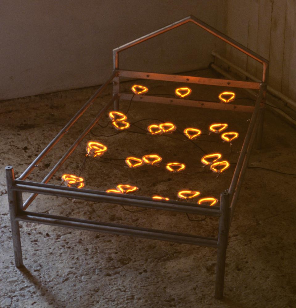 small-heart-bed-installation-huebner-2.jpg