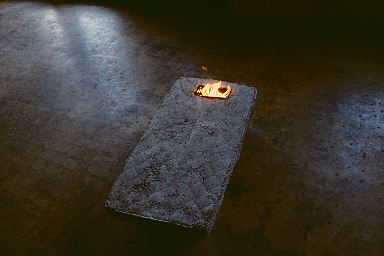 concrete-burning-mattress-installation-huebner-1.jpg