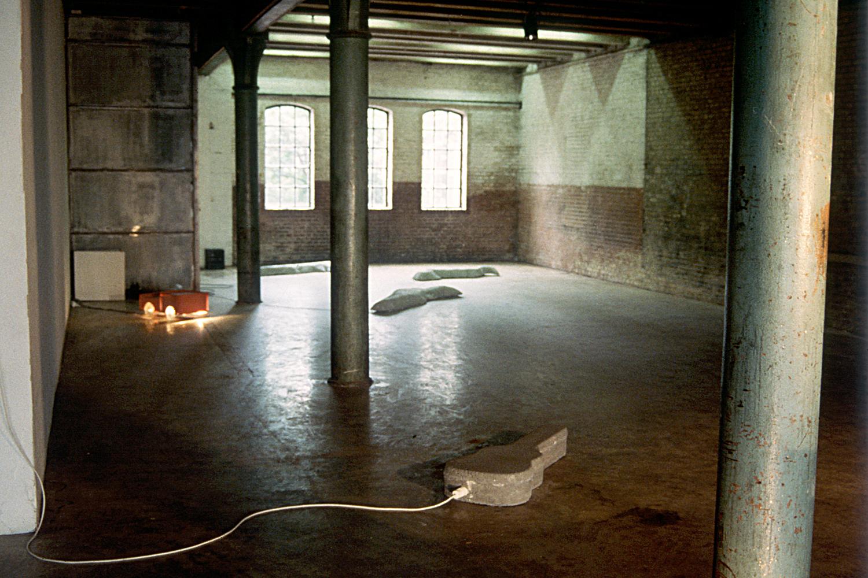 concrete-guitar-installation-huebner-1.jpg