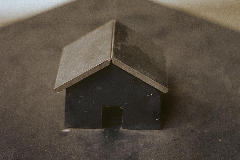 dead-house-vacuum-art-object-huebner-5.jpg