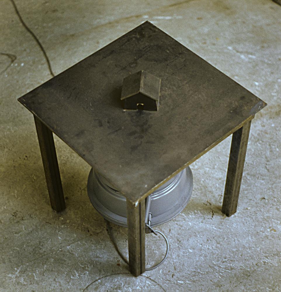 dead-house-vacuum-art-object-huebner-2.jpg