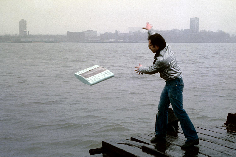 hudson-river-castaway-performance-huebner-1.jpg