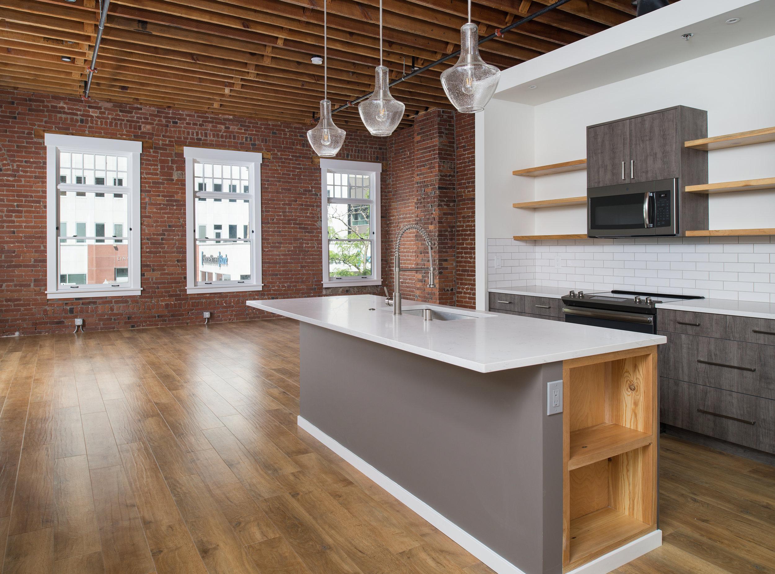 Kitchen6crop.jpg