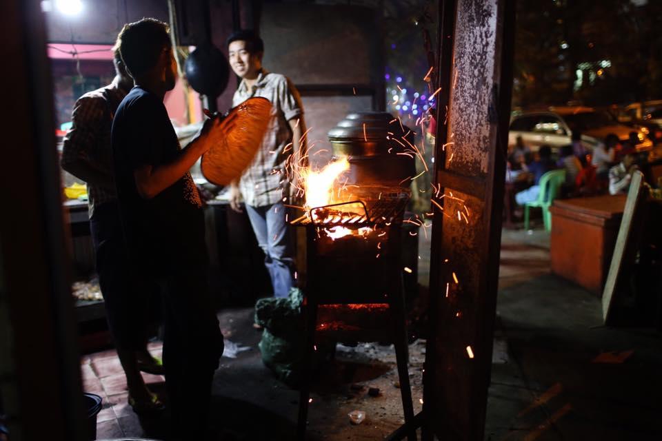 Street food in Yaw Min Gyi. December 2016.