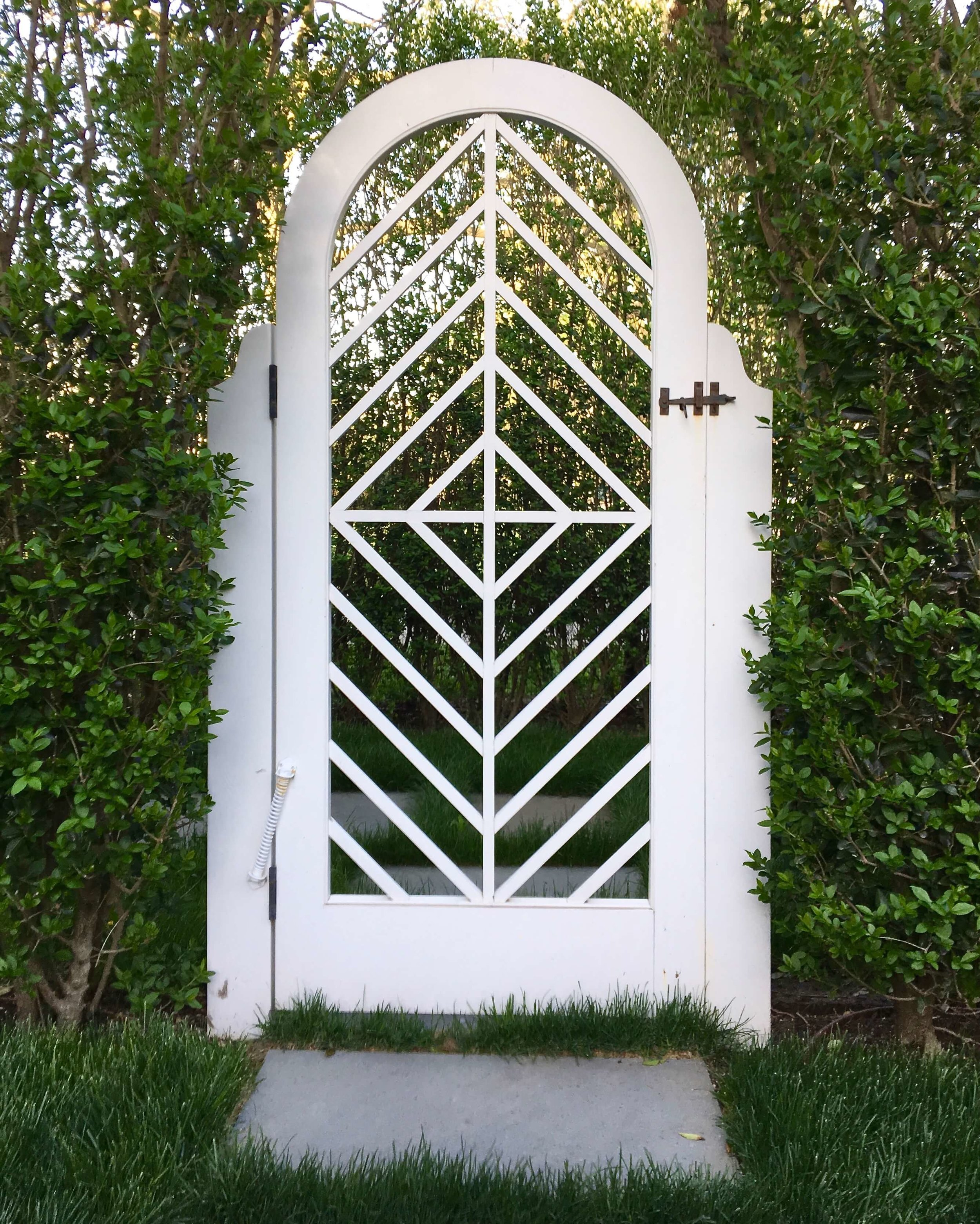 4 SOUTHAMPTON COTTAGE WEBSITE ARCHED GATE 2018.jpg