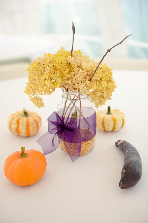 rustic-wedding-decor-pumpkins