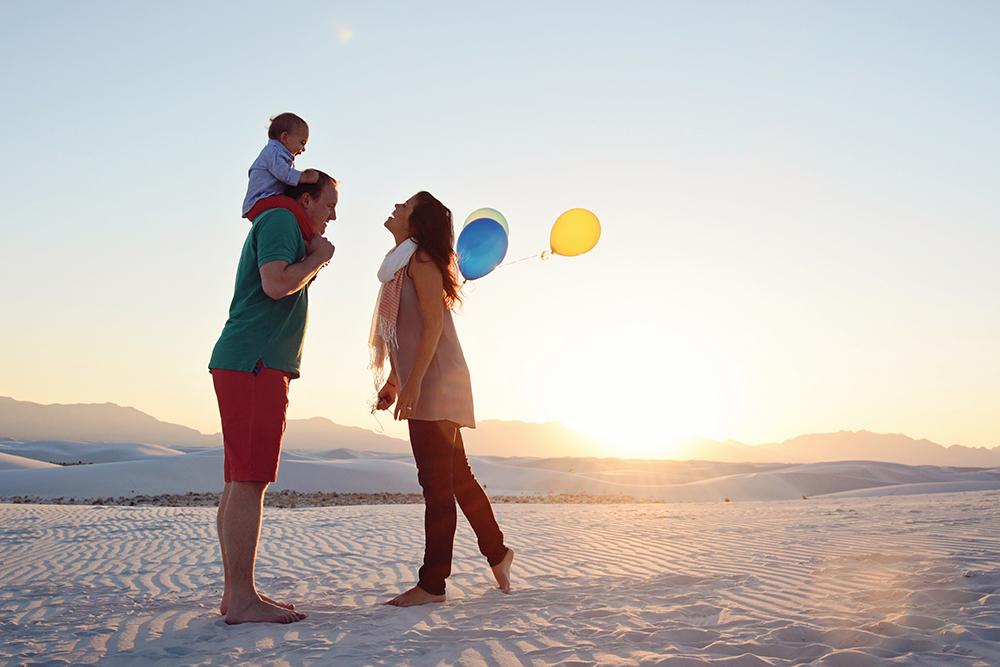 family-with-balloons-beach-kim