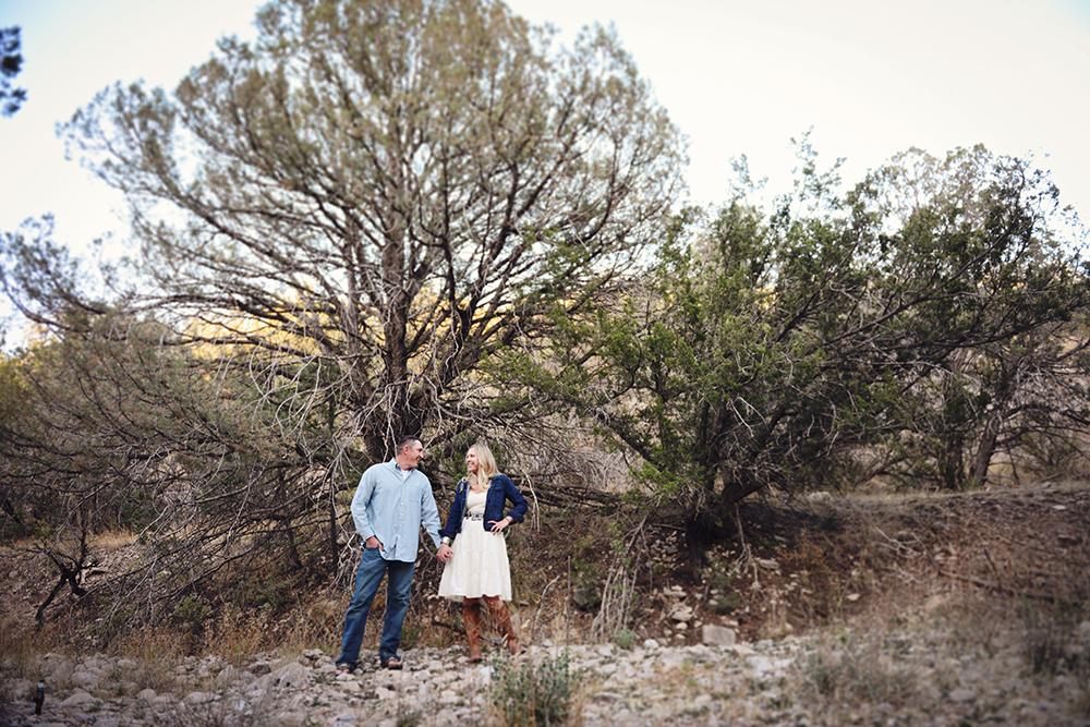 rustic-engagement-photography-posing-couples-southwest-bri