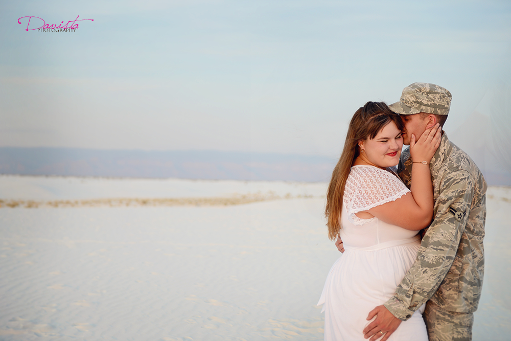 smile-moments-sand-couple-anniversary