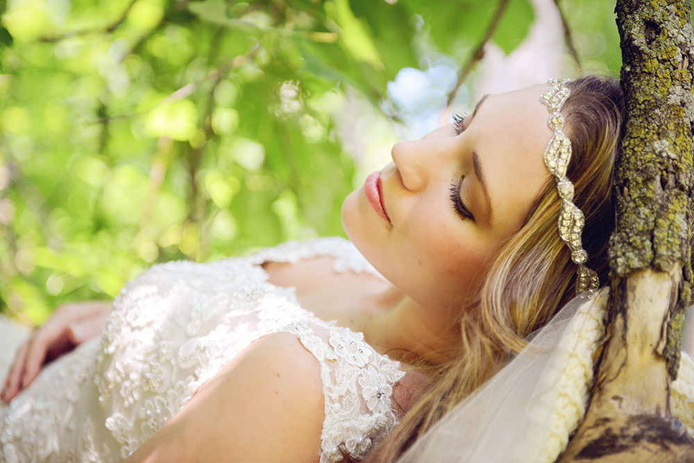 forest-bridal-portraits-in-a-tree