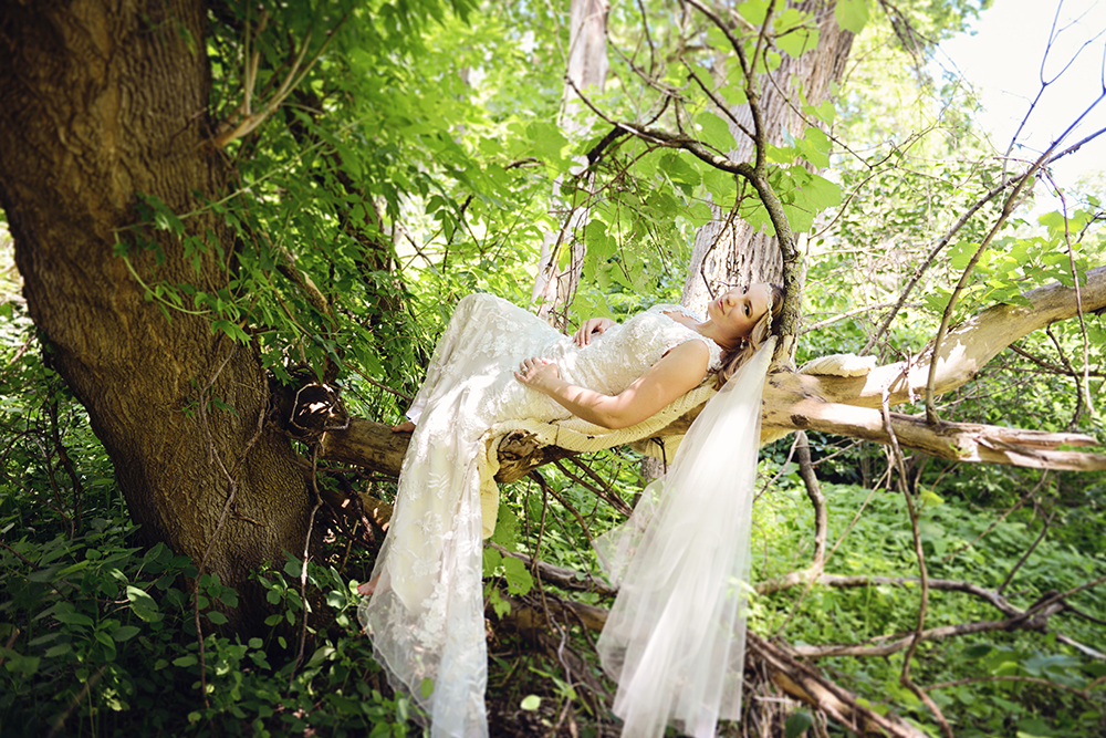 bridal-portraits-in-a-tree-session