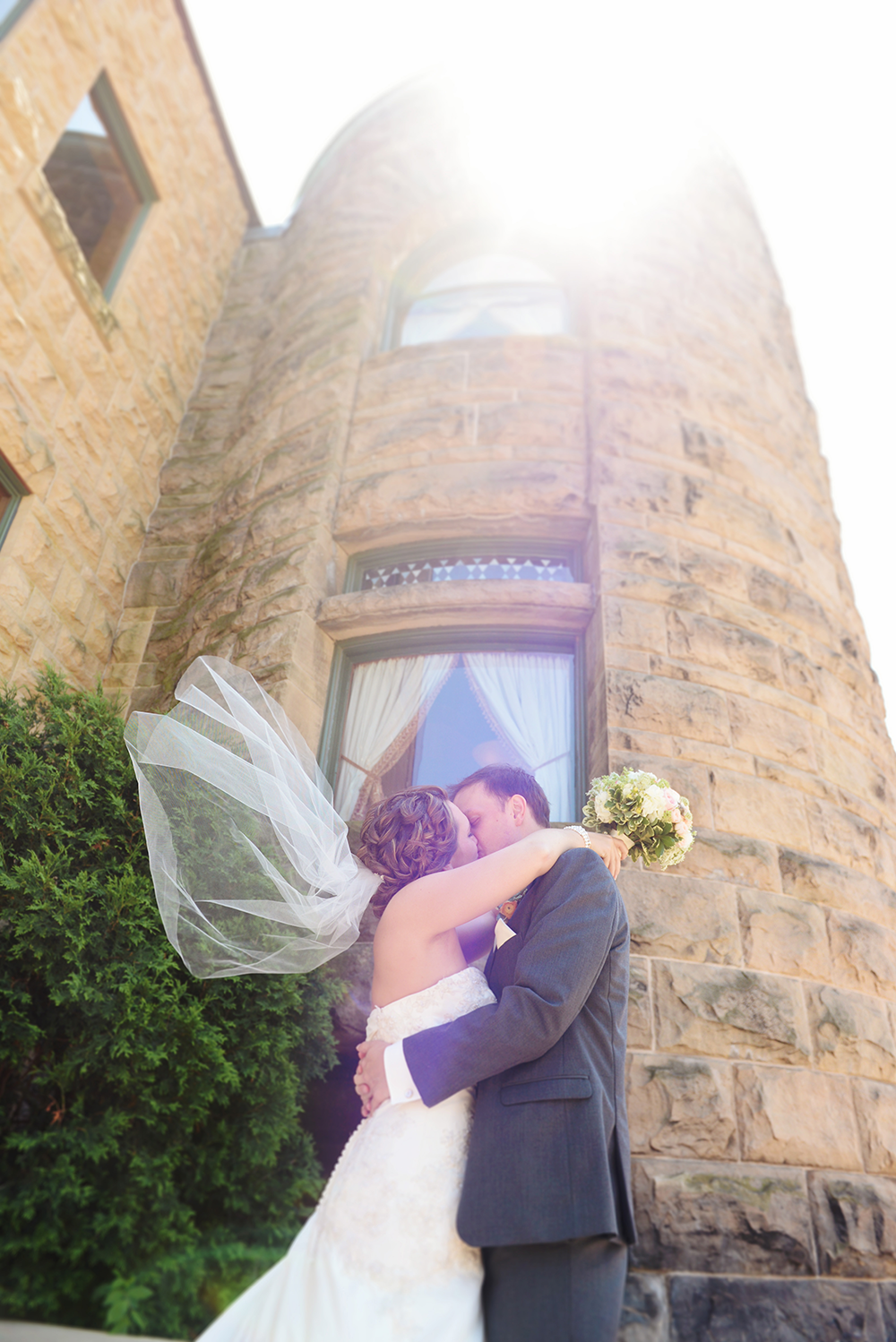 outdoor-couples-poses-wind-taking-veil