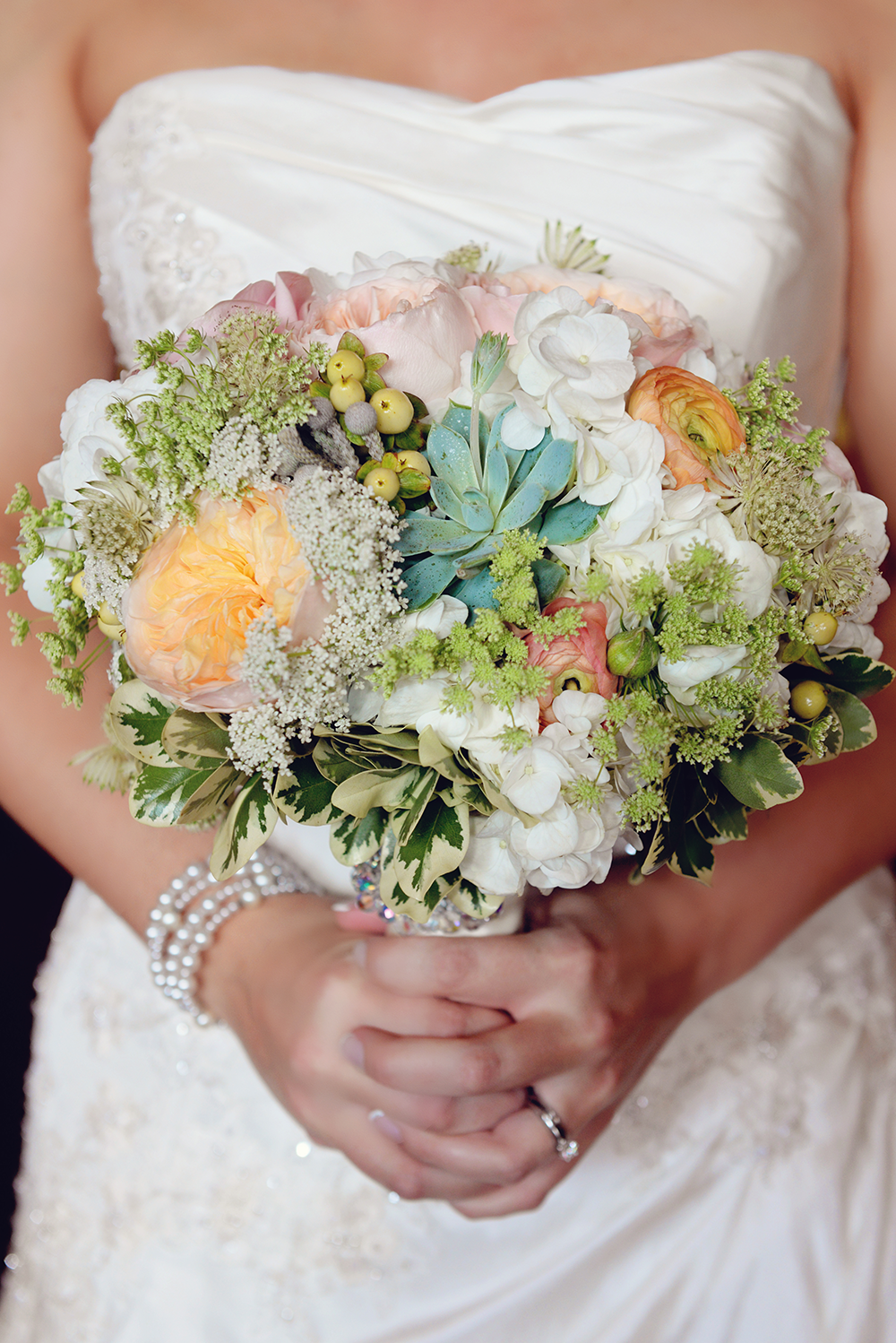 beautiful-floral-minnesota-wisconsin-wedding