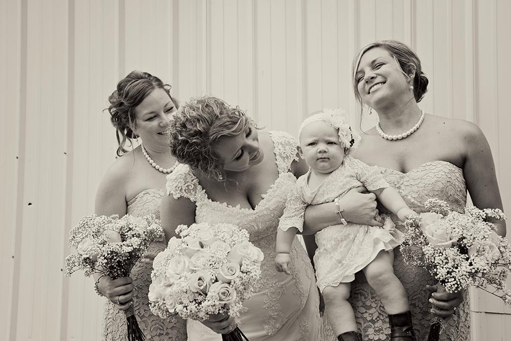 fun-sisters-bridesmaids-portraits-laughing