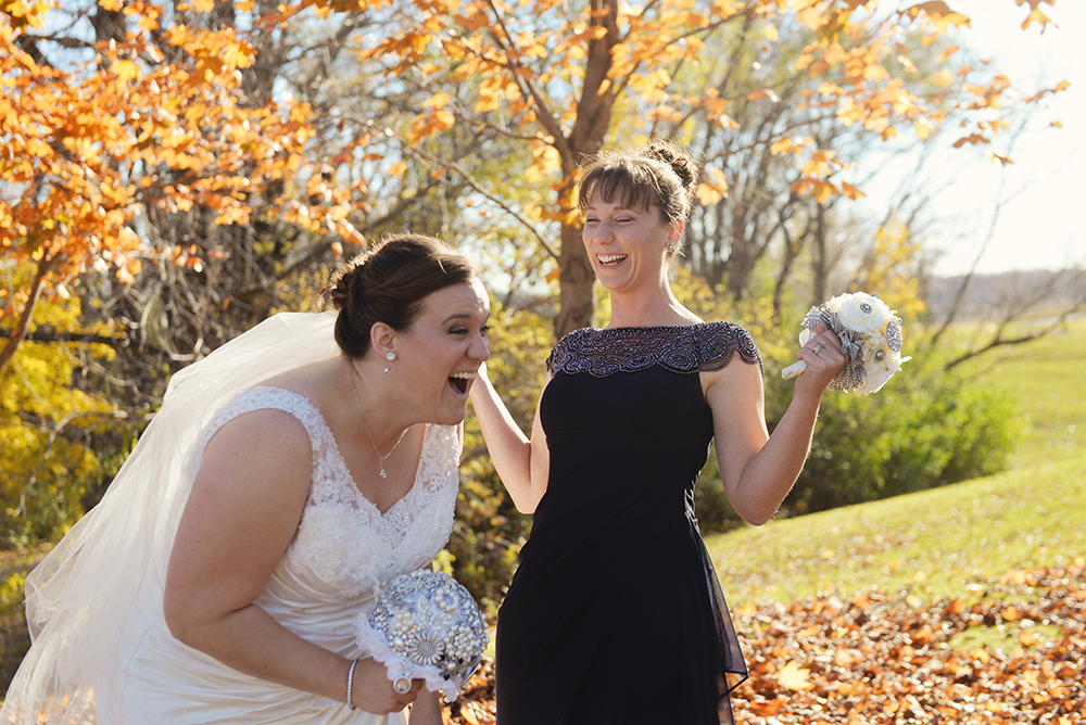 fun-wedding-photos-memorial-hill-red-wing