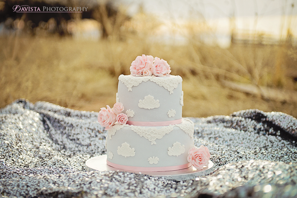 gray-and-pink-1960s-inspired-wedding-cake-pink-flowers