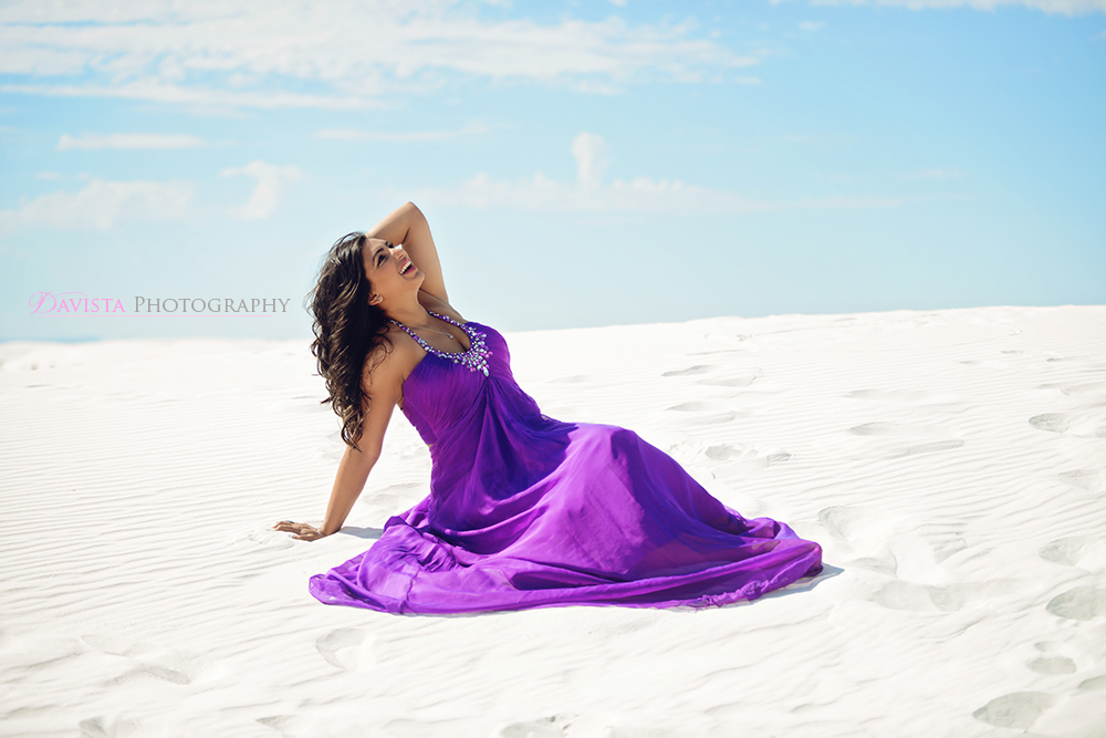 white-sands-national-monument-new-mexico-beautiful-smile-poses
