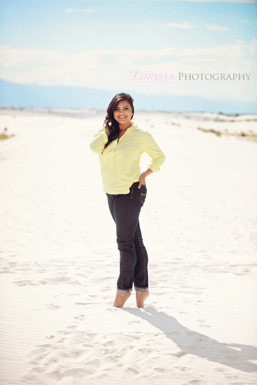 white-sand-beach-posing-women-for-natural-photos