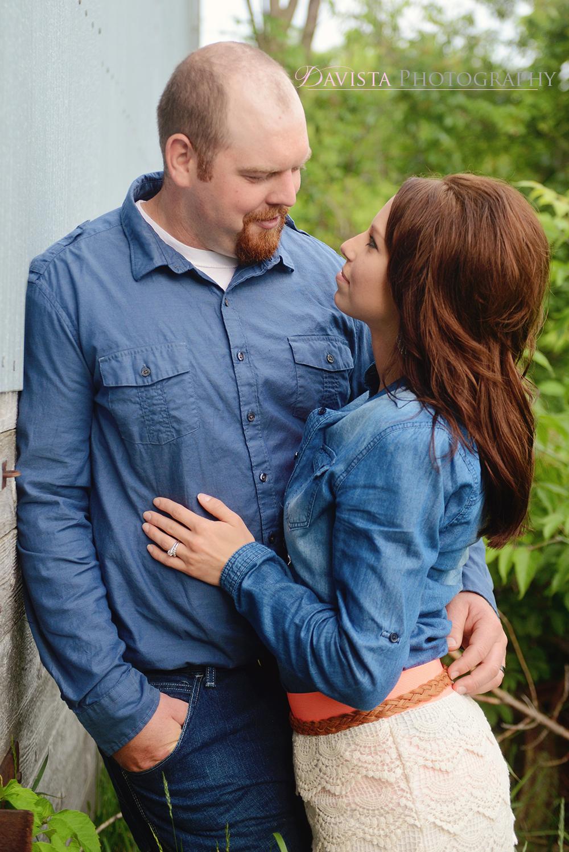 beautiful-couples-poses-outdoor-photos