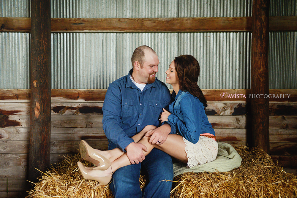 minnesota-anniversary-photography-session-in-the-hay