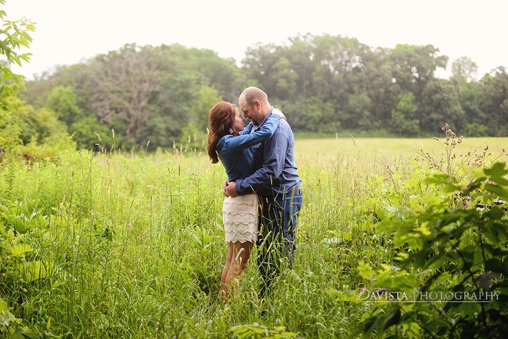 farm-outdoor-field-couple-photography-minnesota