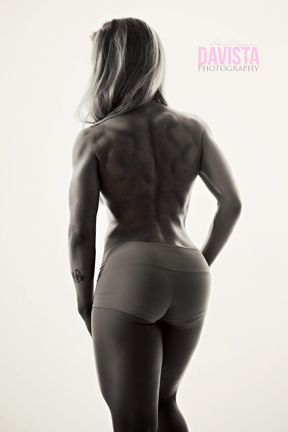 fit photos black and white showing back muscles