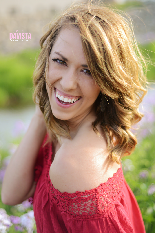 make womens portraits comfortable laugh real smiles