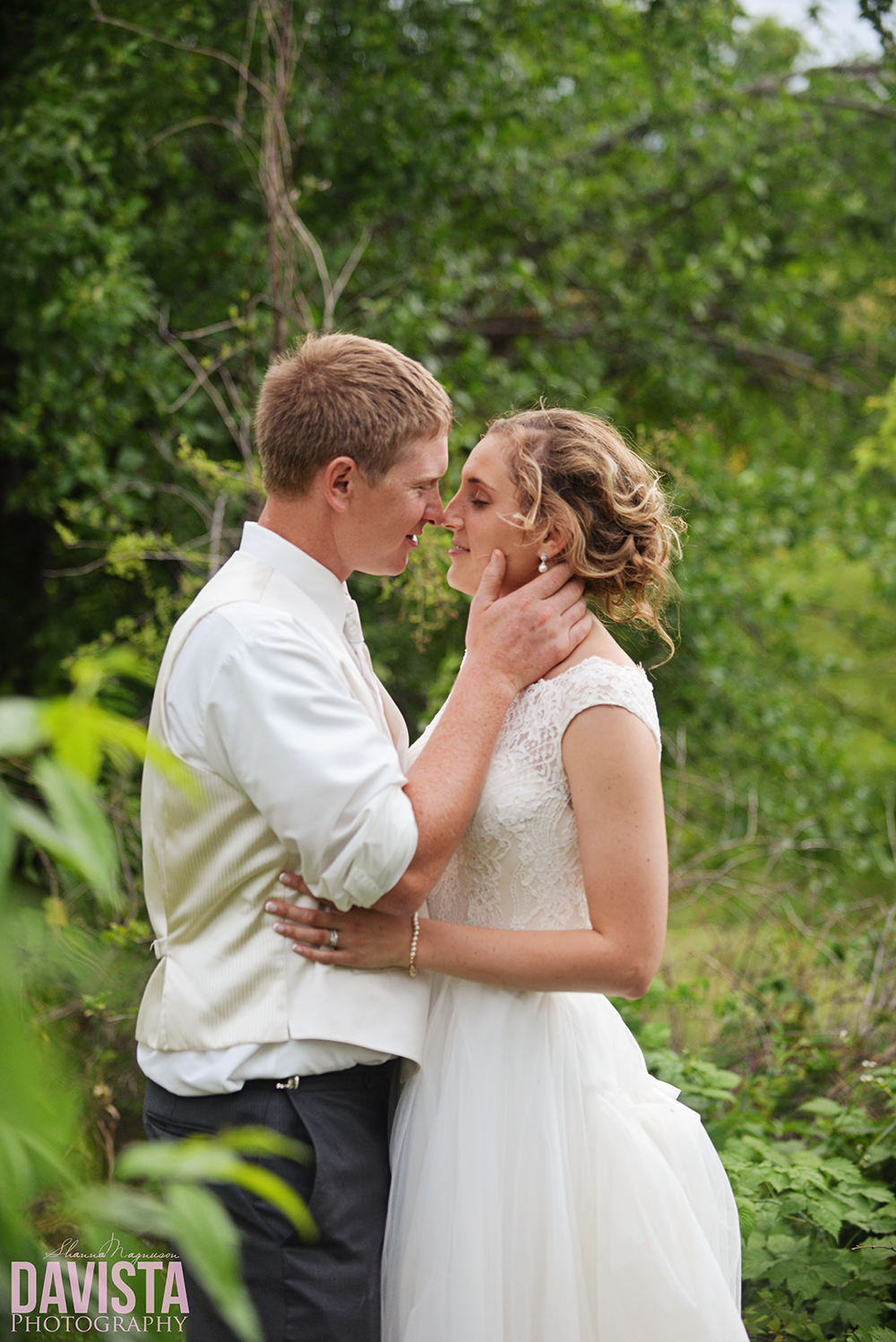 beautiful poses for wedding day farm