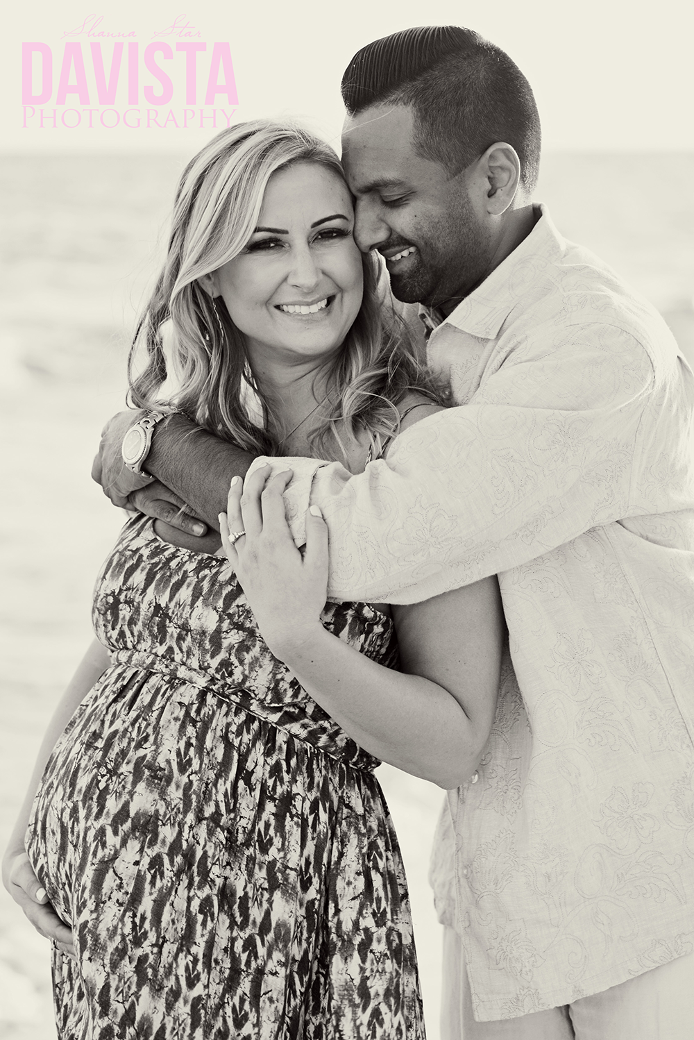 beautiful maternity photos on the beach