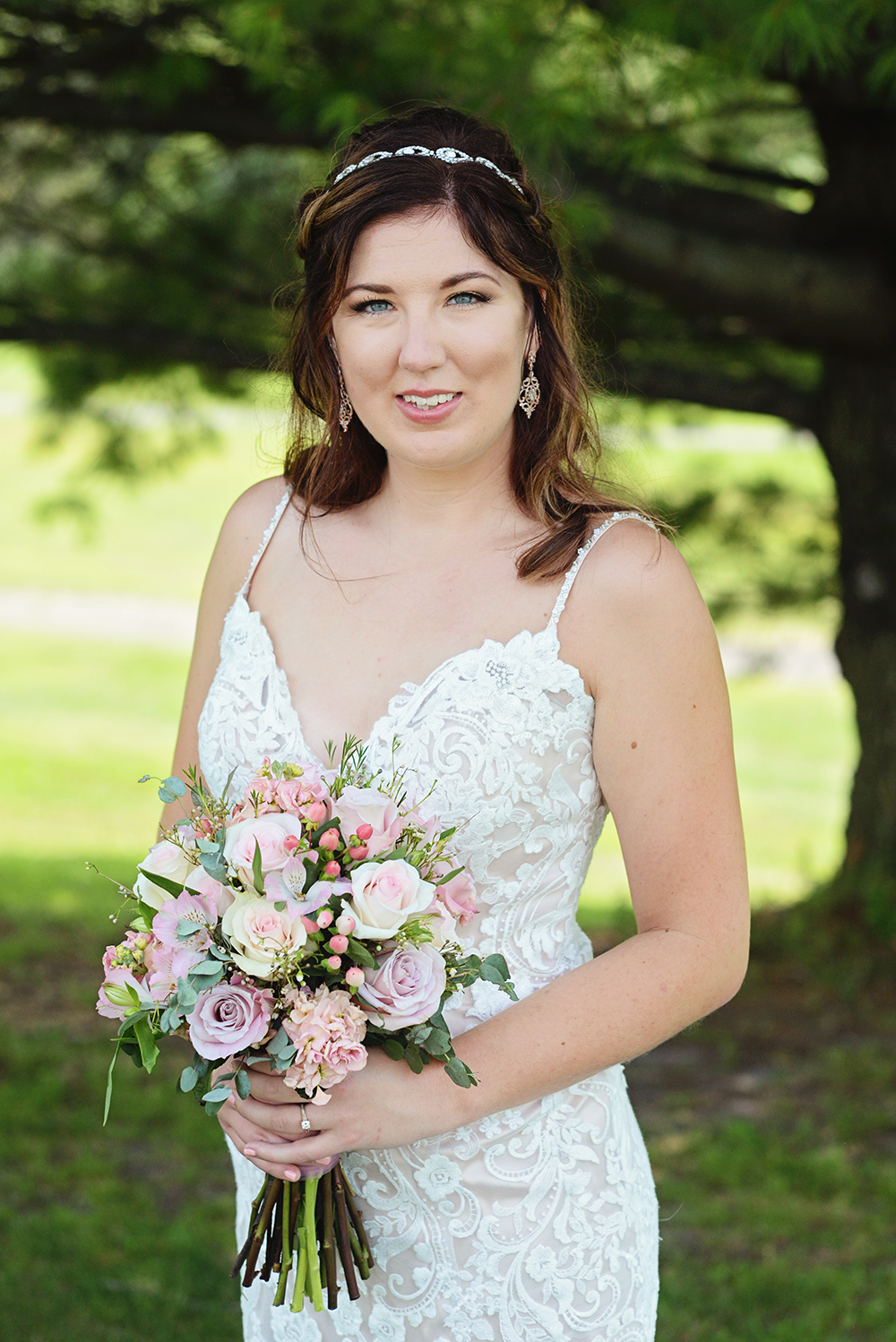beautiful bridal portraits outdoors