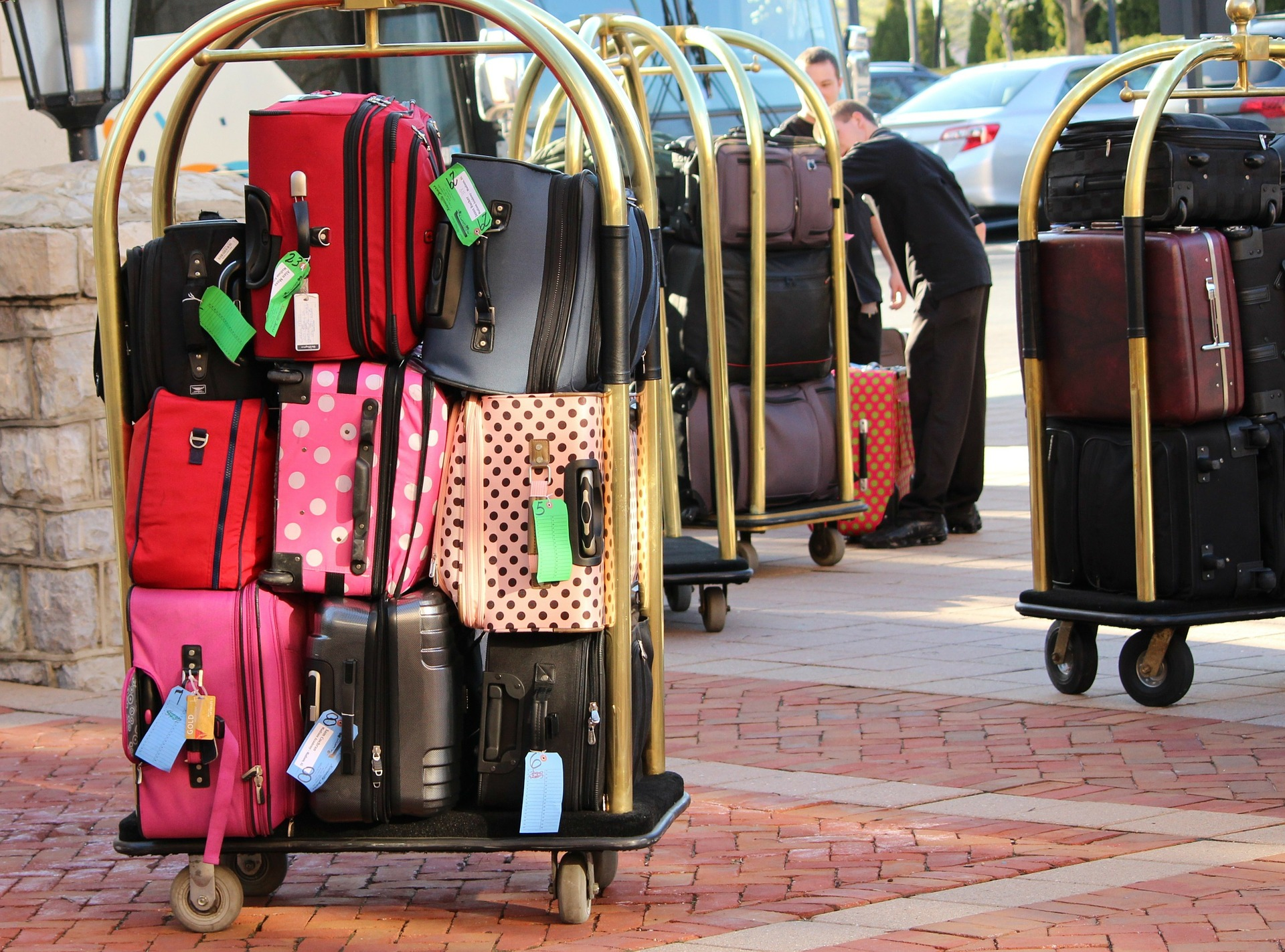 bellman-luggage-cart-104031_1920.jpg