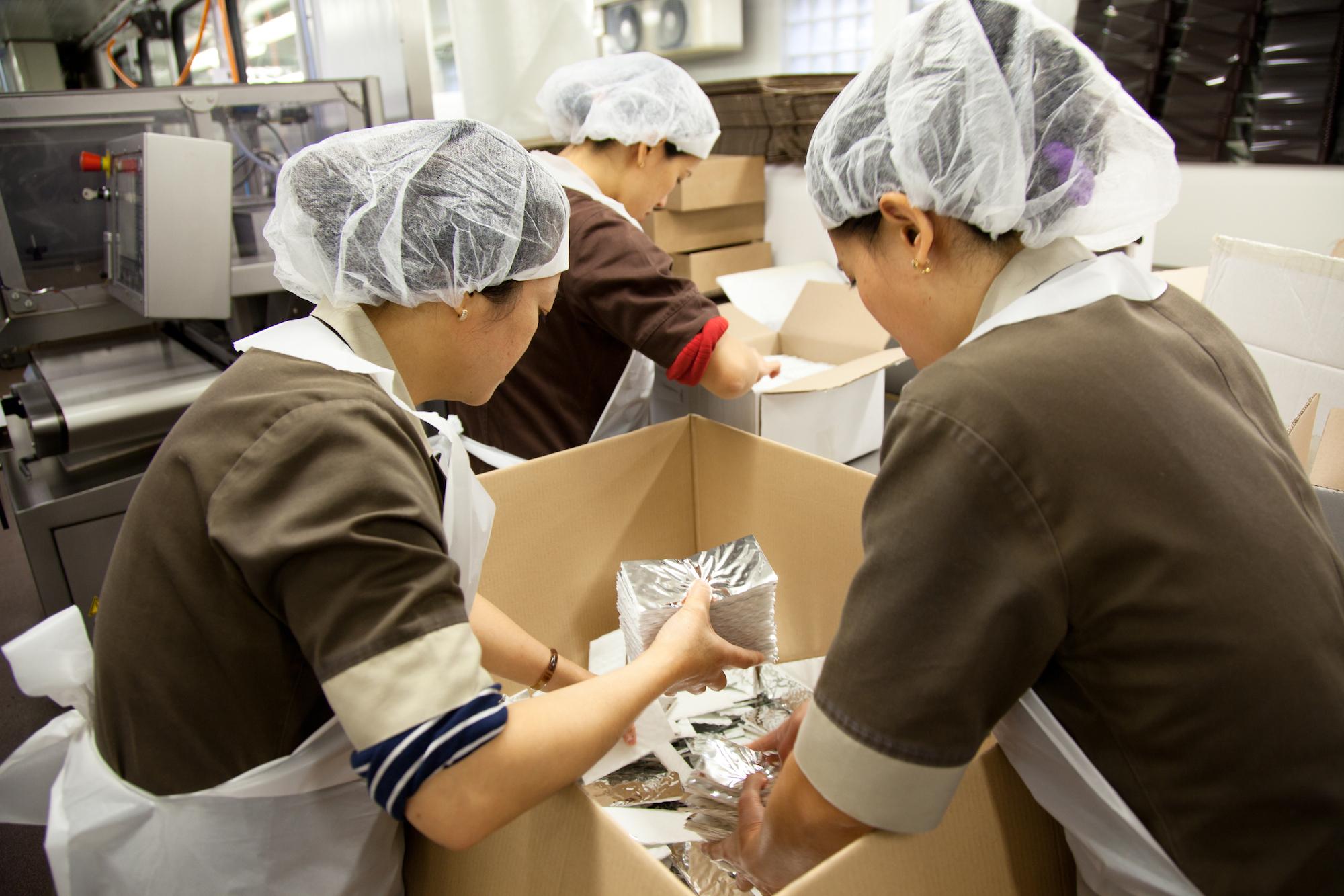 Les chocolats de Jean-Paul Hévin partent au Japon pour la Saint Valentin, l'équivalent nippon de nos fêtes de fin d'année. © T.Caron