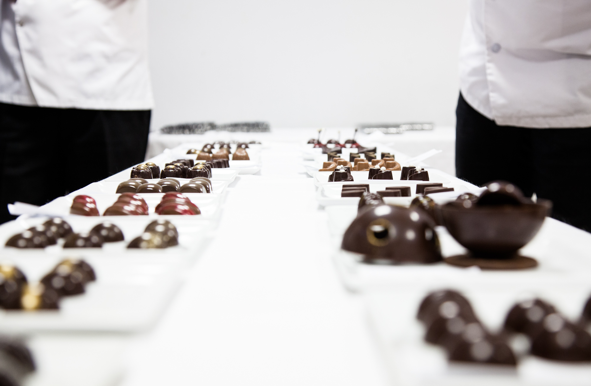 Les candidats doivent aussi réaliser des bonbons chocolats, présentés au jury.
