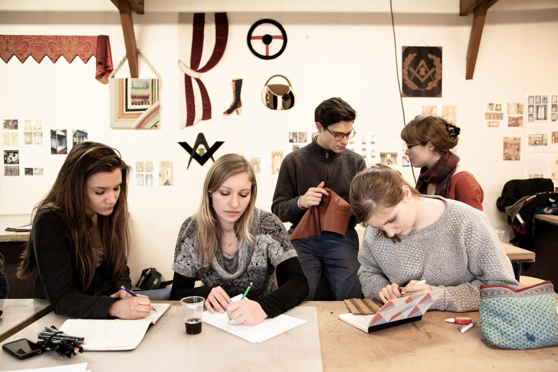 """Ateliers à la maison d'Épône.  Extraits de commandes des Compagnons du Devoir, autour des projets """" Défi Innover Ensemble """", en partenariat avec l'ENSCI-Les Ateliers, et l'Institut Français de la Mode. ( 2010-2015 )"""