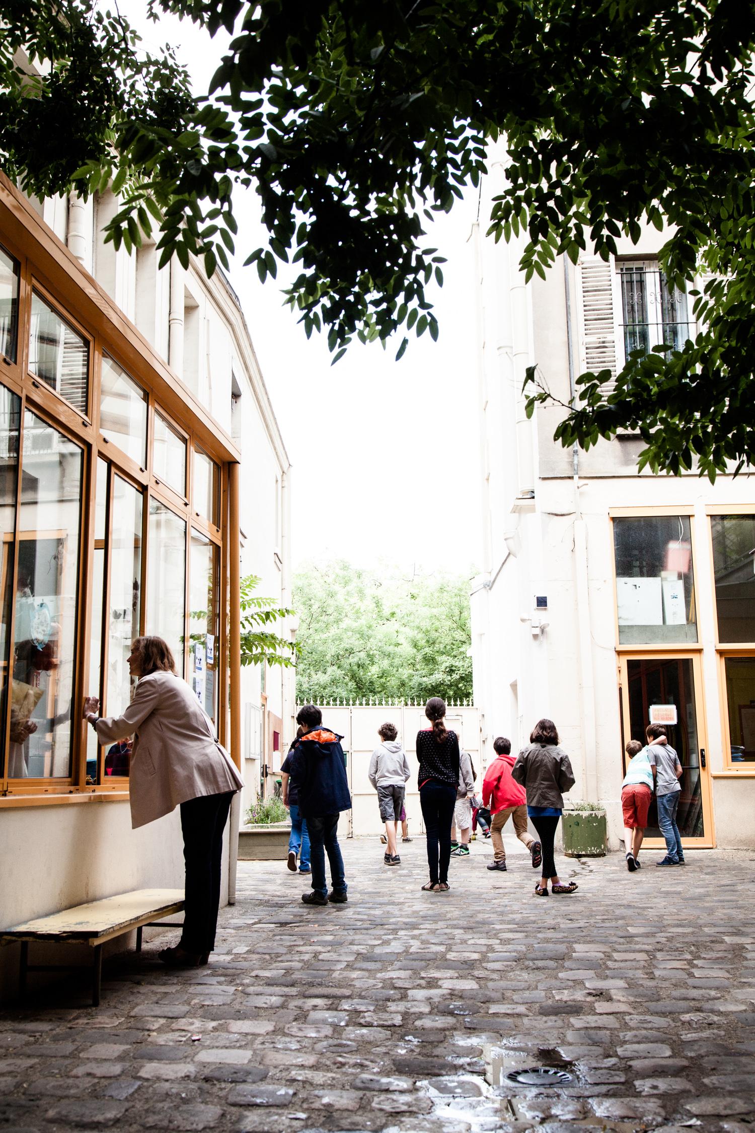Cour de récréation. École aujourd'hui, Paris.  Commande pour Télérama.